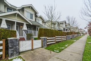 """Photo 1: 22 6568 193B Street in Surrey: Clayton Townhouse for sale in """"BELMONT AT SOUTHLANDS"""" (Cloverdale)  : MLS®# R2229685"""