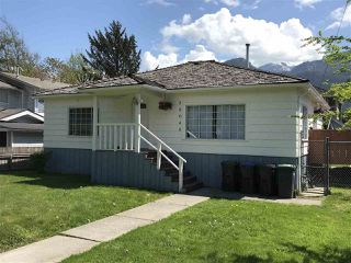 "Main Photo: 38048 SIXTH Avenue in Squamish: Downtown SQ House for sale in ""Downtown"" : MLS®# R2265338"