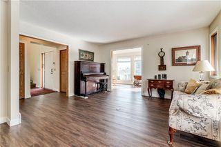 Photo 5: 2811 SIGNAL HILL Drive SW in Calgary: Signal Hill Detached for sale : MLS®# C4237001