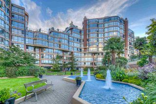 "Photo 2: 109 1450 PENNYFARTHING Drive in Vancouver: False Creek Condo for sale in ""Harbour Cove"" (Vancouver West)  : MLS®# R2403109"