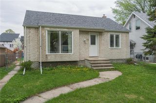 Photo 1: 79 Handyside Avenue in Winnipeg: St Vital Residential for sale (2D)  : MLS®# 202004182