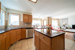 Photo 9: 36 Dallner Bay in Winnipeg: Royalwood Residential for sale (2J)  : MLS®# 1911428