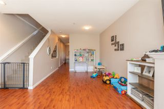 Photo 4: 21 20159 68 Avenue in Langley: Willoughby Heights Townhouse for sale : MLS®# R2483497