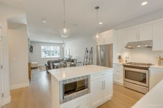 Photo 4: 2 15717 MOUNTAIN VIEW Drive in Surrey: Grandview Surrey Townhouse for sale (South Surrey White Rock)  : MLS®# R2488080