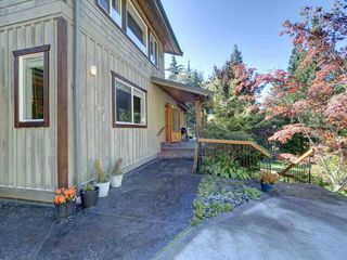 "Photo 4: 3223 - 3227 CRYSTAL Road: Roberts Creek House for sale in ""UPPER ROBERTS CREEK"" (Sunshine Coast)  : MLS®# R2502377"