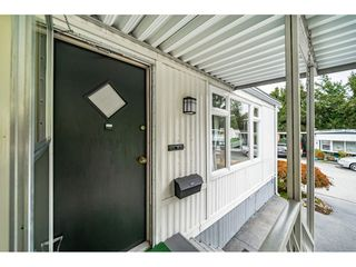 """Photo 4: 108 15875 20 Avenue in Surrey: King George Corridor Manufactured Home for sale in """"Sea Ridge Bays"""" (South Surrey White Rock)  : MLS®# R2512573"""