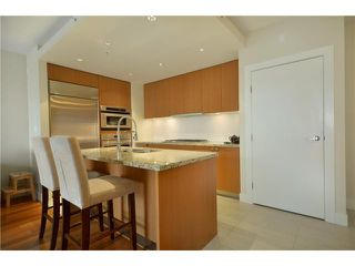 "Photo 6: 404 6080 IONA Drive in Vancouver: University VW Condo for sale in ""STIRLING HOUSE"" (Vancouver West)  : MLS®# V922540"