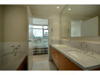 "Photo 9: 404 6080 IONA Drive in Vancouver: University VW Condo for sale in ""STIRLING HOUSE"" (Vancouver West)  : MLS®# V922540"