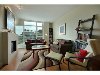 "Photo 2: 404 6080 IONA Drive in Vancouver: University VW Condo for sale in ""STIRLING HOUSE"" (Vancouver West)  : MLS®# V922540"