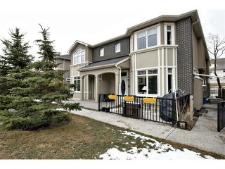 Photo 1: 2 1623 27 Avenue SW in Calgary: South Calgary House for sale : MLS®# C4003204