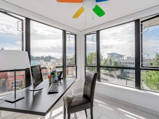 """Photo 3: 406 935 W 16TH Street in North Vancouver: Hamilton Condo for sale in """"GATEWAY"""" : MLS®# R2076060"""