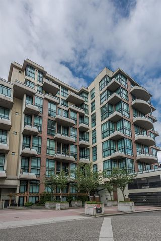 "Photo 1: 509 10 RENAISSANCE Square in New Westminster: Quay Condo for sale in ""MURANO LOFTS"" : MLS®# R2177517"