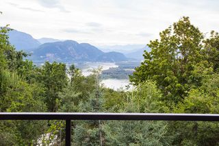 Photo 2: 43625 BRACKEN Drive in Chilliwack: Chilliwack Mountain House for sale : MLS®# R2191765