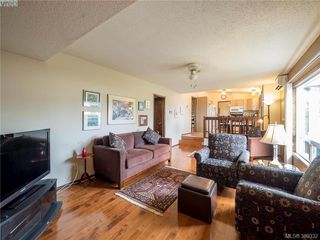 Photo 6: 734 E Viaduct Ave in VICTORIA: SW Royal Oak House for sale (Saanich West)  : MLS®# 782523
