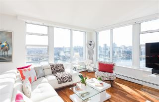 """Main Photo: 2003 1228 MARINASIDE Crescent in Vancouver: Yaletown Condo for sale in """"CRESTMARK II"""" (Vancouver West)  : MLS®# R2252819"""