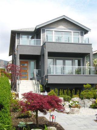 Photo 2: 1155 KEITH ROAD in West Vancouver: Ambleside House for sale : MLS®# R2069452