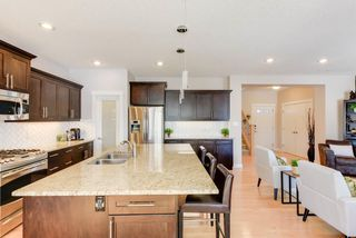 Photo 5: 1420 CHAHLEY Place in Edmonton: Zone 20 House for sale : MLS®# E4146343