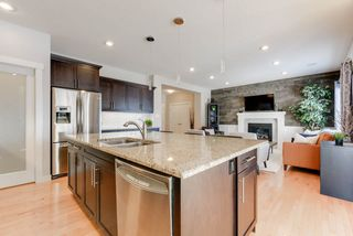 Photo 7: 1420 CHAHLEY Place in Edmonton: Zone 20 House for sale : MLS®# E4146343