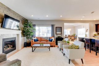 Photo 3: 1420 CHAHLEY Place in Edmonton: Zone 20 House for sale : MLS®# E4146343