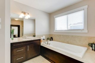 Photo 16: 1420 CHAHLEY Place in Edmonton: Zone 20 House for sale : MLS®# E4146343