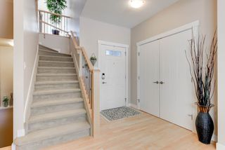 Photo 2: 1420 CHAHLEY Place in Edmonton: Zone 20 House for sale : MLS®# E4146343