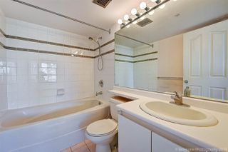 """Photo 7: 1603 183 KEEFER Place in Vancouver: Downtown VW Condo for sale in """"PARIS PLACE"""" (Vancouver West)  : MLS®# R2377762"""