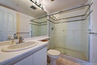 """Photo 8: 1603 183 KEEFER Place in Vancouver: Downtown VW Condo for sale in """"PARIS PLACE"""" (Vancouver West)  : MLS®# R2377762"""