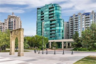 Photo 2: 502 837 2 Avenue SW in Calgary: Eau Claire Apartment for sale : MLS®# C4303207