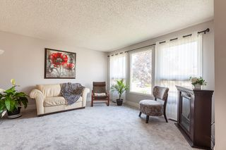 Photo 2: 3516 HILL VIEW Crescent NW in Edmonton: Zone 29 House for sale : MLS®# E4215071