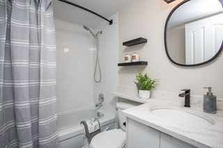 """Photo 18: 102 225 MOWAT Street in New Westminster: Uptown NW Condo for sale in """"The Windsor"""" : MLS®# R2505815"""
