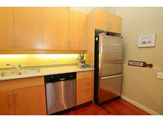 """Photo 13: 307 549 COLUMBIA Street in New Westminster: Downtown NW Condo for sale in """"C2C LOFTS AND FLATS"""" : MLS®# V1036506"""