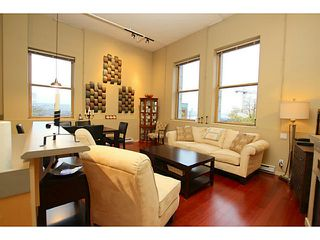 """Photo 1: 307 549 COLUMBIA Street in New Westminster: Downtown NW Condo for sale in """"C2C LOFTS AND FLATS"""" : MLS®# V1036506"""