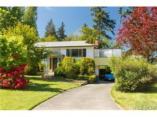 Photo 1: 1122 Labrador Pl in VICTORIA: SE Lake Hill Single Family Detached for sale (Saanich East)  : MLS®# 700705