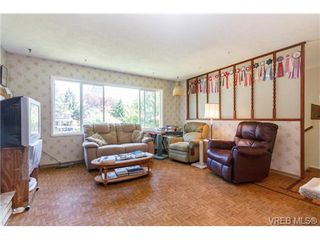 Photo 4: 1122 Labrador Pl in VICTORIA: SE Lake Hill Single Family Detached for sale (Saanich East)  : MLS®# 700705
