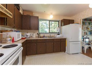 Photo 8: 1122 Labrador Pl in VICTORIA: SE Lake Hill Single Family Detached for sale (Saanich East)  : MLS®# 700705