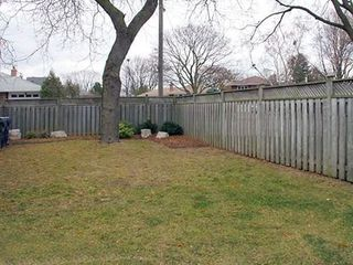 Photo 18: 9 Ridgehampton Court in Toronto: Stonegate-Queensway House (Bungalow) for lease (Toronto W07)  : MLS®# W3719310