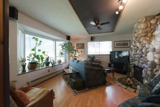 Photo 3: 11230 PRINCESS Street in Maple Ridge: Southwest Maple Ridge House for sale : MLS®# R2263274