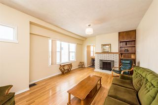 Photo 3: 3553 TRIUMPH Street in Vancouver: Hastings East House for sale (Vancouver East)  : MLS®# R2273868