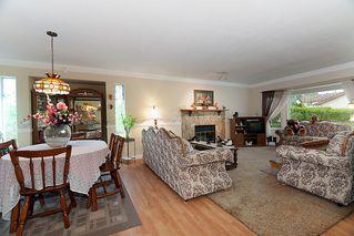 Photo 3: 23426 Dewdney Trunk Road in Maple Ridge: Home for sale : MLS®# V902328