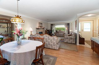 Photo 2: 23426 Dewdney Trunk Road in Maple Ridge: Home for sale : MLS®# V902328