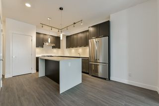 Photo 7: 307 5638 201A Street in Langley: Langley City Condo for sale : MLS®# R2387324
