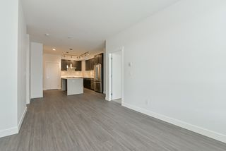 Photo 9: 307 5638 201A Street in Langley: Langley City Condo for sale : MLS®# R2387324
