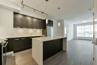 Photo 3: 307 5638 201A Street in Langley: Langley City Condo for sale : MLS®# R2387324