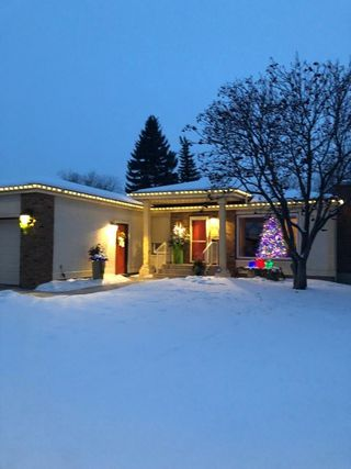 Photo 2: 8208 187 Street in Edmonton: Zone 20 House for sale : MLS®# E4184183