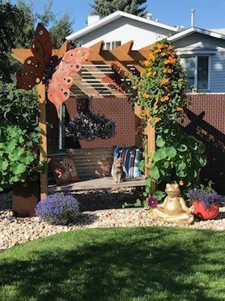Photo 37: 8208 187 Street in Edmonton: Zone 20 House for sale : MLS®# E4184183