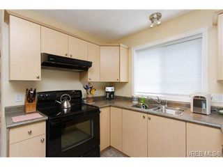 Photo 6: 57 7570 Tetayut Rd in SAANICHTON: CS Hawthorne Manufactured Home for sale (Central Saanich)  : MLS®# 652718