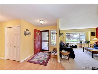 Photo 9: 4806 Sunnygrove Place in VICTORIA: SE Sunnymead Single Family Detached for sale (Saanich East)  : MLS®# 363860