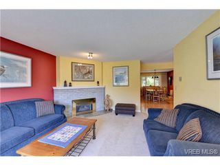 Photo 7: 4806 Sunnygrove Place in VICTORIA: SE Sunnymead Single Family Detached for sale (Saanich East)  : MLS®# 363860