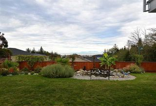 Photo 9: 6395 PICADILLY Place in Sechelt: Sechelt District House for sale (Sunshine Coast)  : MLS®# R2141559