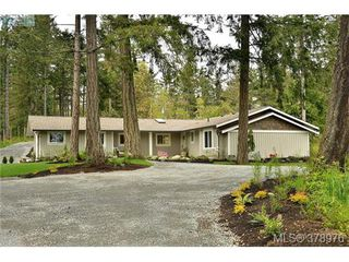 Photo 1: 354 Conway Road in VICTORIA: SW Interurban Single Family Detached for sale (Saanich West)  : MLS®# 378976